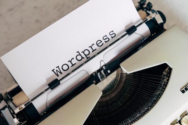 a typewriter showing WordPress as most popular platform to start a fruitful blog